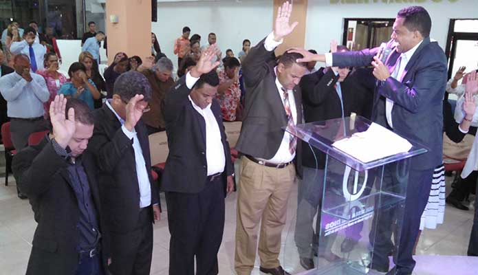 """El pastor Johnny Samuel Paredes es juramentado como nuevo presidente de la Federación de Pastores de Puerto Plata """"FEDEPAIPP""""."""